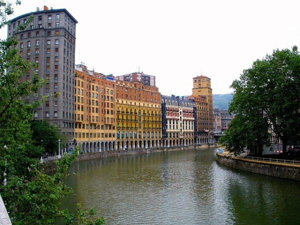 Photo of السياحة في بلباو الإسبانية جميلة نهر نيرفيون الساحر
