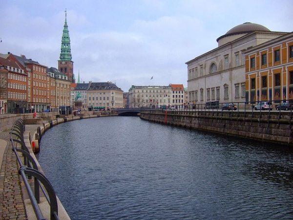 الدنمارك ستطرد طالبي اللجوء عند الوصول إلى حدودها
