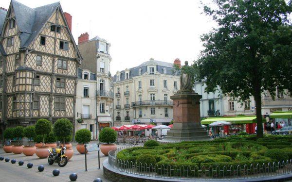 صورة السياحة في انجيه الفرنسية جميلة وادي اللوار البديع
