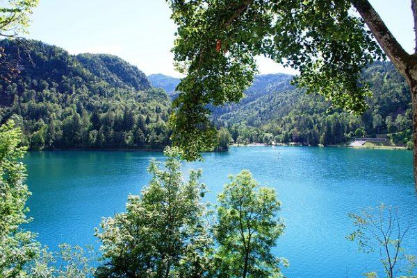 السياحة في بليد سحر وجمال وعالم من خيال يعانق الواقع