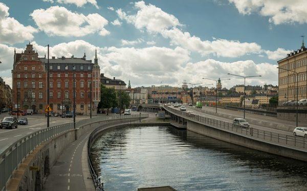 وضع اللاجئين المتواجدين في السويد ولهم بصمة في هنغاريا