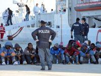 انقاذ 2400 لاجئ من الغرق وانتشال 14 جثة من البحر