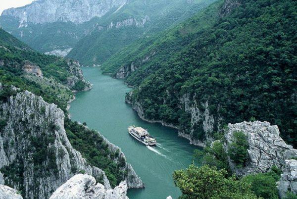 بحيرة Komani