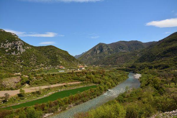 الطبيعة الساحرة في البانيا