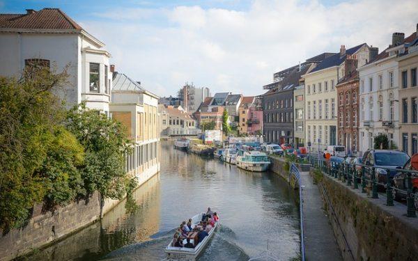 العمل بالأسود في بلجيكا