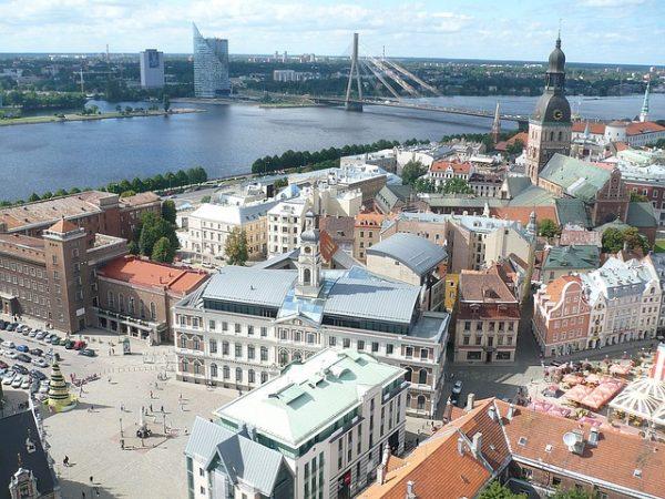 ميزات الهجرة الى لاتفيا