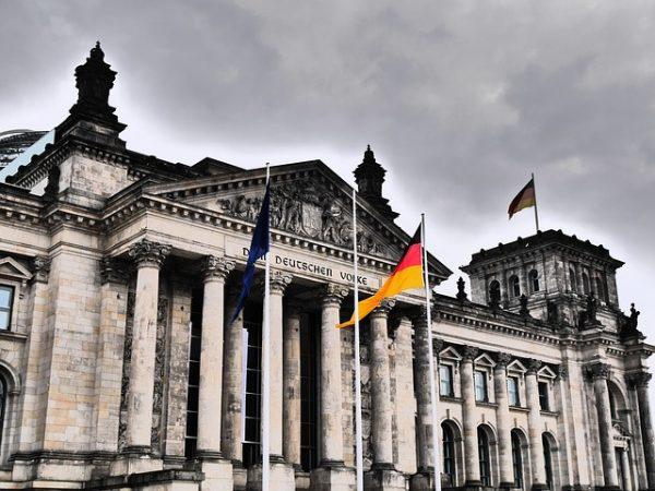 المانيا تستقبل 500 لاجئ من تركيا شهريا