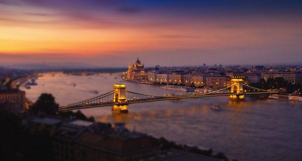 هنغاريا تقرر حبس طالبي اللجوء تلقائياً