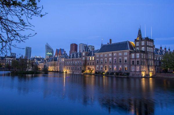اللجوء السياسي في هولندا