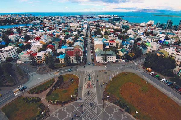 ميزات وعيوب الحياة في ايسلندا