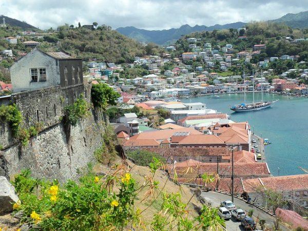 الاقامة الدائمة في دومينيكا