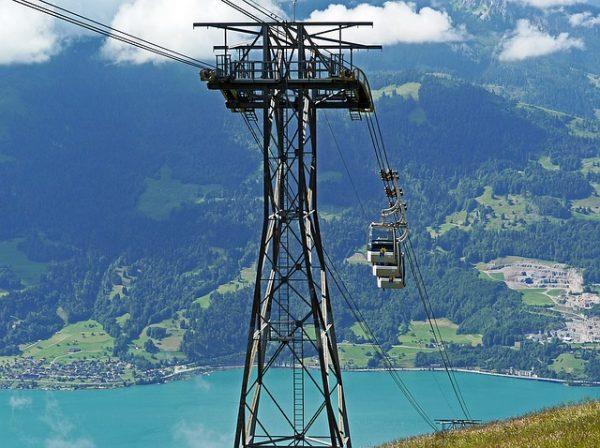 تلفريك بحيرة ثون السويسرية