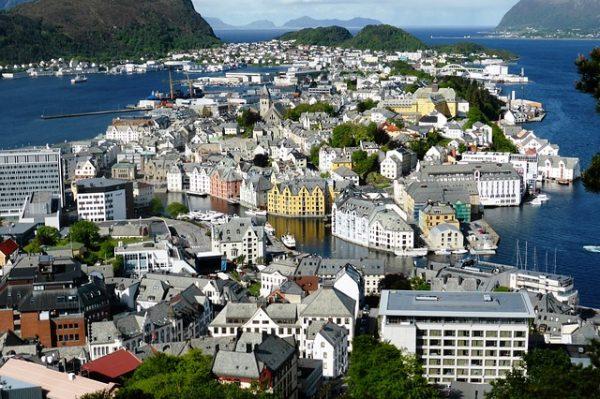 الهجرة والعمل في النرويج
