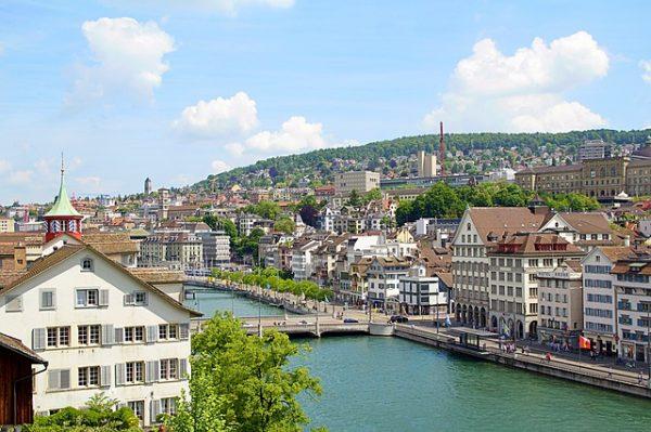 الهجرة والعمل في سويسرا