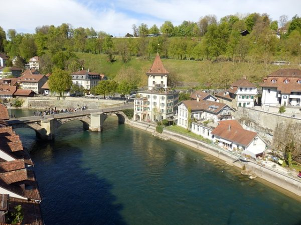 كيف يمكن الهجرة الى سويسرا