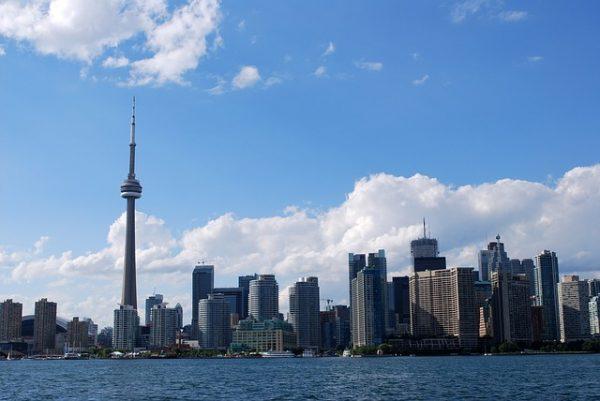 أفضل طريقة للهجرة إلى كندا لاتحتاج إلى نقاط أو عقد عمل قبل الوصول