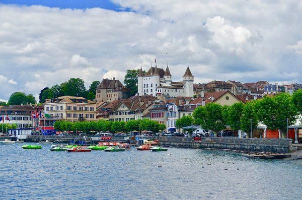 مميزات اللجوء في سويسرا