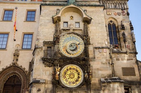 الساعة الفلكية في براج