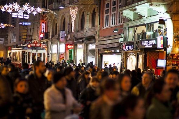 شارع الإستقلال ليلا