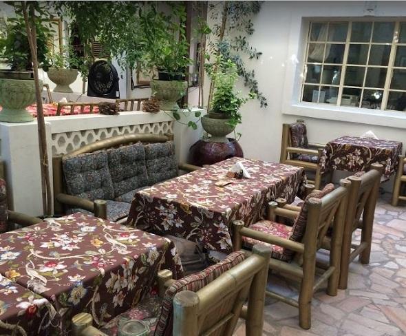 مقعي ومطعم البيت المحلي