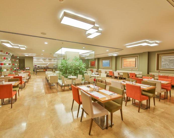 مطعم فندق رمادا تقسيم اسطنبول