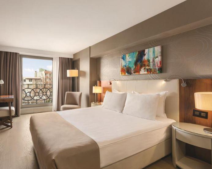 مميزات فندق رمادا اسطنبول غراند بازار