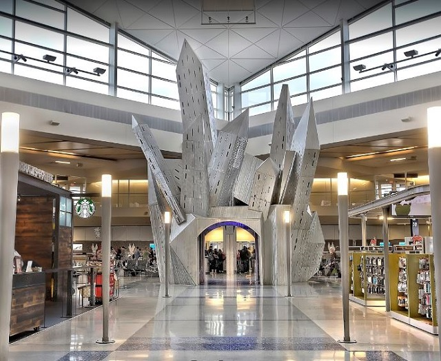 اكبر مطار امريكي