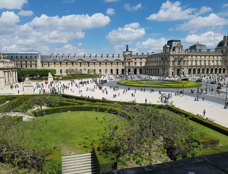 عدد زوار louvre museum paris