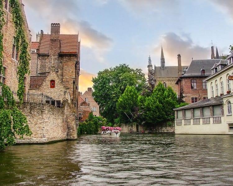 جولة قنوات مدينة بروج بلجيكا